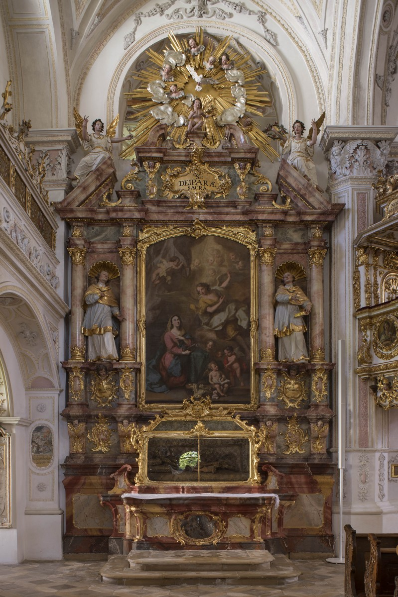 The sidealtar dedicated St Maria in the parishchurch Holy-Cross, Polling photo Bavarian State Department of Monuments and Sites Michael Forstner 07.2017