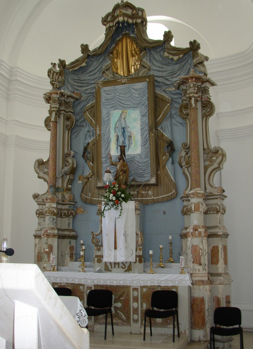 The high altar in Pakrac (Croatian Conservation Institute Photo Archive, photo by Vid Barac, 2001)