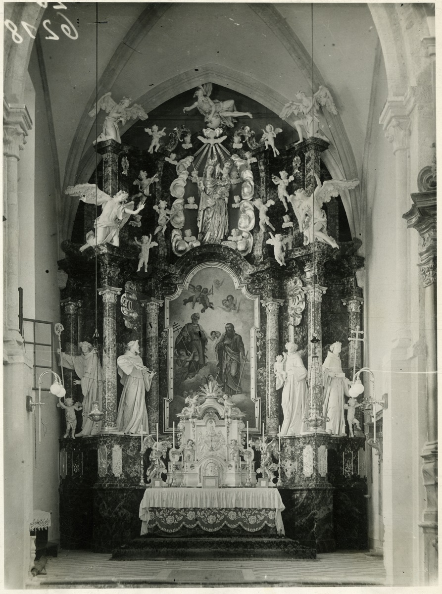 The high altar in the minorite Church of St Peter and Paul, old photograph (source of the photo: Ministry of Culture, Cultural Hertiage Directorate, INDOK Centre)