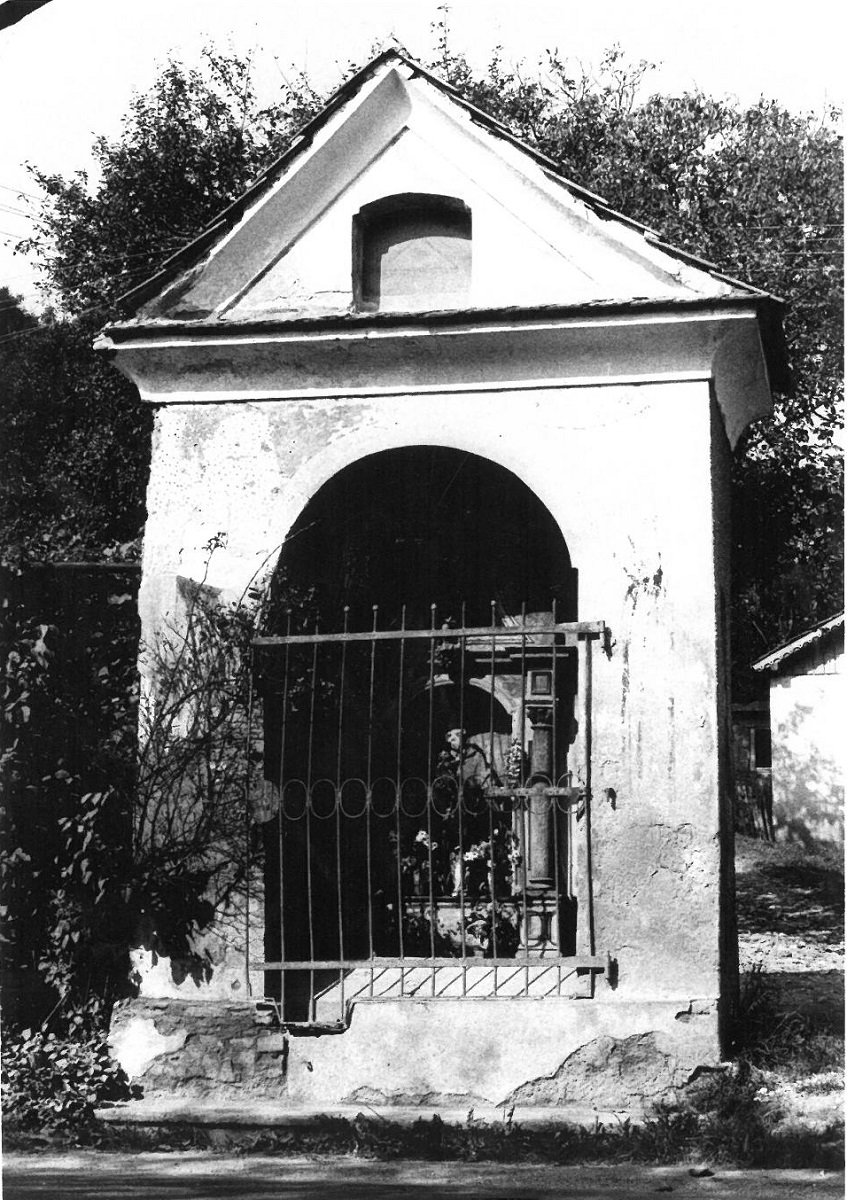 The original location of the sculpture of St Anthony of Padua – road chapel in Selnica ob Dravi (source of the photo:  The Maribor Regional Office of the Institute for the Protection of Cultural Heritage of Slovenia)