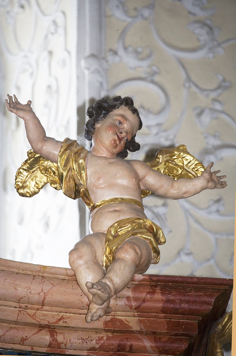 The sculpture of putto on the organ case in Ruše (Institute for the Protection of Cultural Heritage of Slovenia, photo by Valentin Benedik, 2018)